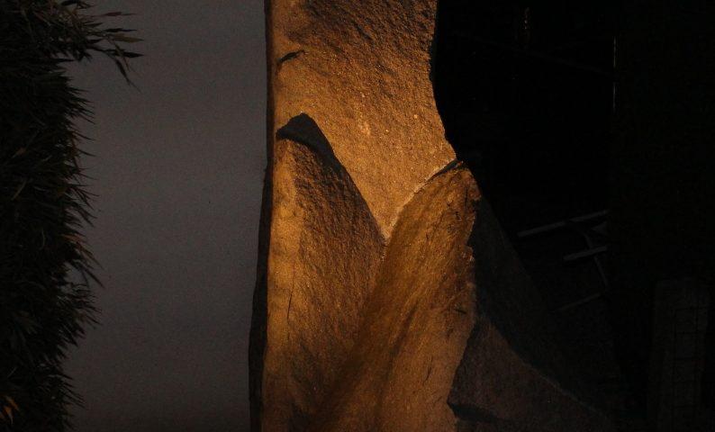 6C, Findling bei Nacht, 2003